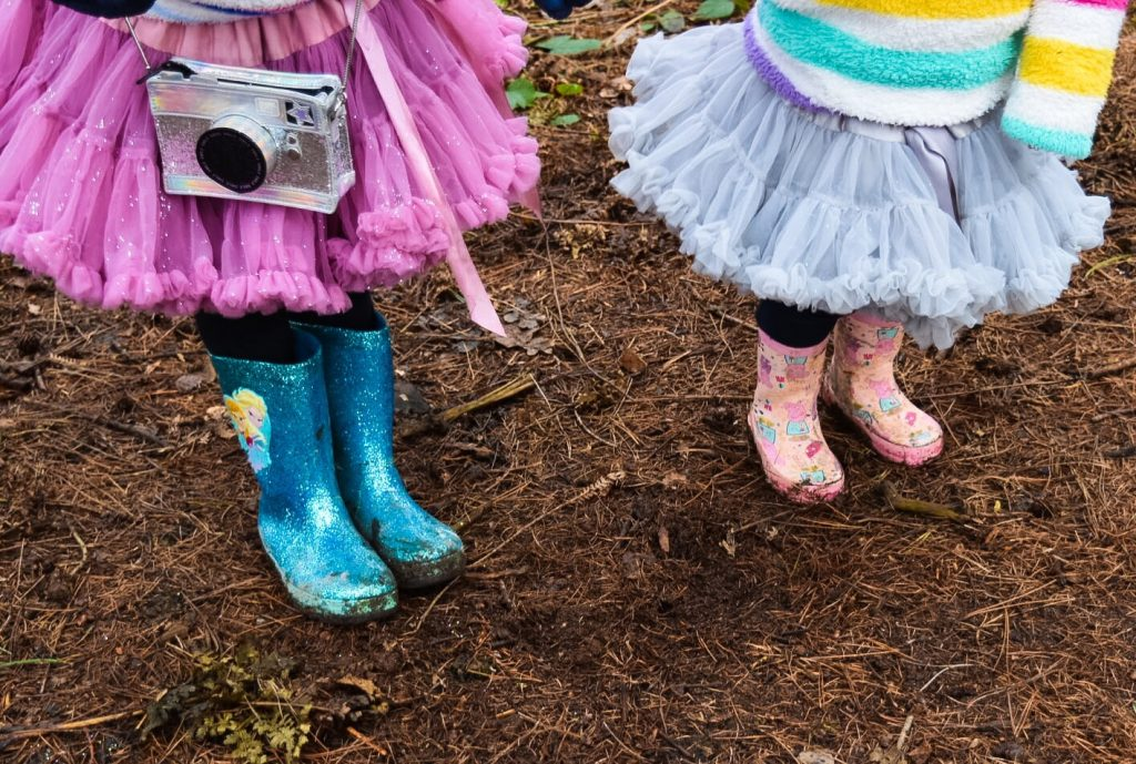 dress code and dressing up ideas for a kids outdoor garden birthday party with a festival theme